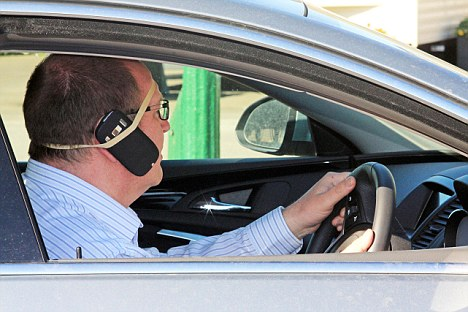 A driver was spotted using a novel - and perhaps rather precarious - hands free kit in his car. The male motorist lashed his mobile phone to his ear using an elastic band wrapped around his head. Amateur photographer Peter Loft, 62, was on hand in the village of Patrington, near Hull, to take this unusual picture illustrating man's ingenuity in the modern age. (kns news)